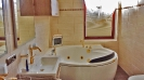 Badezimmer mit Whirlpool